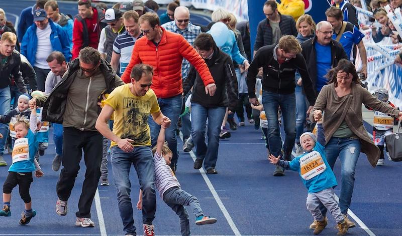 übermotivierte Eltern Kinder weinen zwingen zerren unfreiwillig Sport - Mentalcoach Michael Deutschmann - Mentalcoaching Hypnose Seminare - Mental Austria - Ötztal Tirol - Erfolg Success